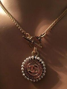 Rough Ruby Rose Gold Jewelry, French Ear Wires & Raw Ruby Gemstones, Ruby Wedding Anniversary Gift, July Birthstone Drop Earrings - Fine Jewelry Ideas - Estás en el lugar correcto para home organization Aquí presentamos home office que está buscando - Jewelry Trends, Jewelry Accessories, Jewelry Ideas, Jewellery Supplies, Cute Jewelry, Jewelry Necklaces, Antique Jewelry, Vintage Jewelry, Antique Earrings