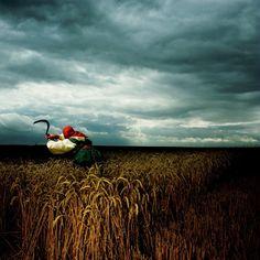 Brian Griffin - A Broken Frame, England, 1982 Foto usada por Brian Griffin en un disco de Depeche Mode (© Brian Griffin - Courtesy Steven Kasher Gallery)  Ver más en: http://www.20minutos.es/fotos/artes/brian-griffin-y-el-realismo-capitalista-11966/?imagen=4#xtor=AD-15&xts=467263