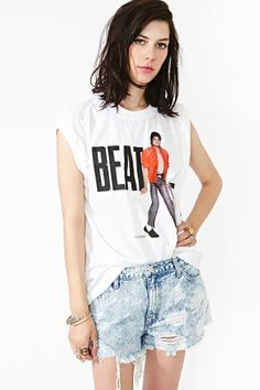 Michael Jackson Beat It Tee Michael Jackson, Hipster School Outfits, Cool Outfits, Jackson Family, 3d T Shirts, Gym Style, Fashion Line, Vintage Tops, Passion For Fashion