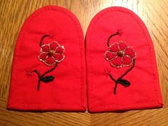 Beaded moccasin vamps for my niece, used cedar beads for centers, red, green and gold glass beads size on red felt Green And Gold, Red Green, Beaded Moccasins, Red Felt, Gold Glass, Glass Beads, Size 10, Crochet, Handmade