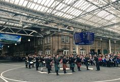 The National Youth Pipe Band of Scotland keep the crowds entertained at Edinburgh Waverley! (via @BordersRailway on Twitter)