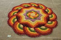 onam pookalam pattern Rangoli Designs Flower, Rangoli Ideas, Rangoli Designs Diwali, Rangoli Designs Images, Flower Rangoli, Beautiful Rangoli Designs, Diwali Rangoli, Mehndi Designs, Diwali Decorations