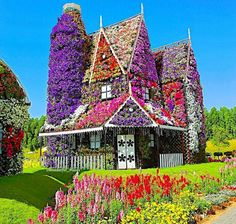 House of flowers at Miracle Garden 😍 Dubai, United Arab Emirates Photo by Life Is Beautiful, Beautiful Homes, Beautiful Places, Beautiful Interiors, Wonderful Places, Nature Architecture, Dubai Houses, Dubai Miracle Garden, Destinations