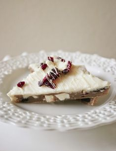 One of my favorite Starbucks holiday treats- soft, chewy, buttery blondies full of cranberries and chunks of white chocolate, all under . Easy Cheesecake Recipes, Easy Recipes, Tiramisu Cheesecake, Homemade Cheesecake, Slimming Recipes, Fudge Recipes, Muffin Recipes, Drink Recipes, Moist Zucchini Bread