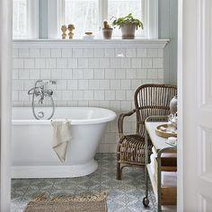 En liten glimt av ett av våra badrum i nya numret! I butik nu! #inredning #inspiration #skönahem #nyttnr #badrum #bathroom
