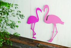 nido/De-collage/flamingo コケティッシュなピンクが目を引く、フラミンゴのカップル。 LED付きなので、夜には幻想的な光を広げる、屋外用壁面装飾です。