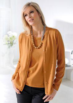 Twin-set avec un tombé impeccable grâce à sont tricot diminué et à ses bords lisses.