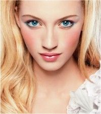 Top 20 list of makeup trends that will remain in style and fashionable all year round. These makeup trends will keep your eyes, brows and cheeks looking fab Makeup Tips For Blue Eyes, Best Makeup Tips, How To Do Makeup, Blue Eye Makeup, Best Makeup Products, Makeup Blush, Beauty Products, Cheek Makeup, Makeup 101