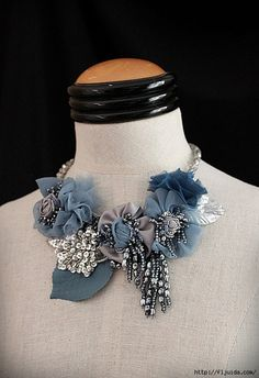 Articoli simili a JEAN Blue Silver Mixed Media Statement Necklace su Etsy Fiber Art Jewelry, Mixed Media Jewelry, Textile Jewelry, Fabric Jewelry, Jewelry Art, Jewelry Design, Jewellery, Diy Schmuck, Schmuck Design