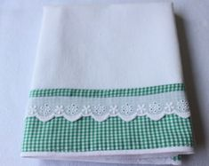 pano-de-prato-xadrez-verde-verde Kitchen Linens, Kitchen Towels, Dish Towels, Tea Towels, Luxury Bedspreads, Sewing Crafts, Sewing Projects, Baby Sheets, Decorative Towels
