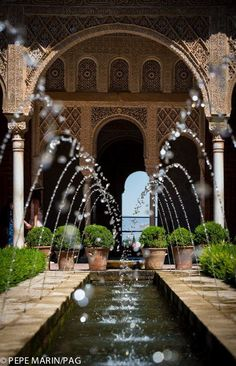 Pond Fountains, Granada Spain, Le Palais, Islamic Architecture, Spain And Portugal, Moorish, Spain Travel, Water Features, Places To See