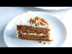 Easy and incredibly moist carrot cake recipe with an ultra-creamy cream cheese frosting. With recipe video. Homemade Carrot Cake, Easy Carrot Cake, Moist Carrot Cakes, Homemade Cake Recipes, Easy Recipes, Frosting Recipes, Dessert Recipes, Desserts, Cake Thermomix