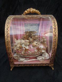 Globe de mariée époque Napoléon III sur fond rose