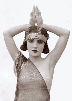 Flappers / 1920s.