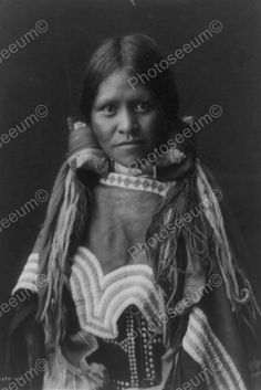 Native Indian Girl In Pig Tails 1900s 4x6 Old Photo Native Indian Girl In Pig Tails 1900s 4x6 Old Photo Here is a neat collectible featuring a native Indian girl in pig tails from the early 1900s. 4x6