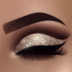"""A little New Year inspiration for you ✨ yes, I'm addicted to glitter ❤️ Brows: waterproof creme color in """"sable"""" Eyeshadows: burnt orange, fudge, noir in my crease and amber on my lid Glitter: Liner: tarteist clay paint liner # makeup eyeliner Login Eye Makeup Tips, Eyeshadow Makeup, Makeup Hacks, Hair Makeup, Makeup Ideas, Makeup Tutorials, Makeup Brushes, Eyeshadow Palette, Makeup Trends"""