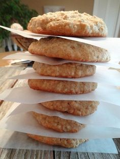 Galettes au sirop d'érable | .recettes.qc.ca Desserts With Biscuits, Cookie Desserts, Cookie Recipes, Dessert Recipes, Dessert Biscuits, Biscuit Cookies, Yummy Cookies, Scones, Maple Syrup Recipes