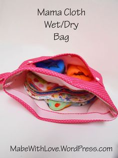 This tutorial is a simple no measurements needed sewing project that will enable you to create a wet bag to hold both clean and dirty mama cloth. Wet/dry bags are nice when you are on the go becau. Sewing Projects For Beginners, Sewing Tutorials, Sewing Tips, Sewing Hacks, Wet Bag Tutorials, Sewing Basics, Sewing Patterns Free, Free Sewing, Free Pattern