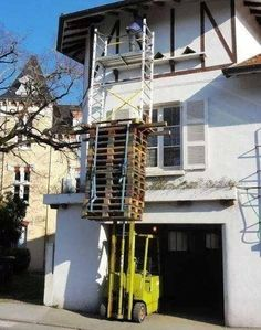 This man of ambition: 25 Photos Of Home Improvement About To Go Terribly, Terribly Wrong Construction Fails, Construction Safety, Safety Pictures, Funny Pictures, Safety Fail, Work Fails, Darwin Awards, Dumb People, Workplace Safety