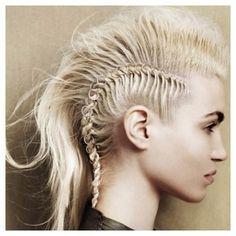 #Mowhawk #HighFashion #CaucasianHair #Fashion  http://whosin.com/hairstyle