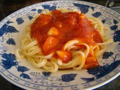 Espaguetis con tomate ajo y guindilla Ver receta: http://www.mis-recetas.org/recetas/show/61801-espaguetis-con-tomate-ajo-y-guindilla
