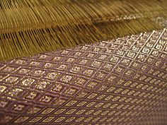 Saganishiki, japanese brocade weaving created around 1800 by Princess Kashioka. It uses a hand cut rice paper warp with 35-60 cuts per 3cm and a weft of fine silk, gold or silver threads as fine as 600 denier.