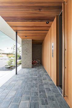 House of Gotokaichi Small Entrance, Modern Entrance, House Entrance, Interior Exterior, Exterior Design, Home Interior Design, Architecture Details, Modern Architecture, Warehouse Renovation