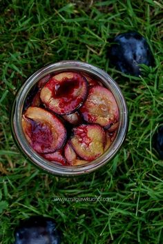Śliwki na zimę bez cukru . Healthy Sweets, Healthy Eating, Kitchen Witch, Green Kitchen, Beets, Preserves, Love Food, Plum, Food And Drink