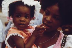 Vivid images show joys, struggles of black Chicagoans in the 1970s