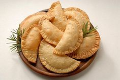 Cheese Empanadas Recipe, Chicken Empanadas, Delivery Comida, American Appetizers, Puff Pastry Dough, Ham And Cheese, Manchego Cheese, Goat Cheese, Cheddar Cheese