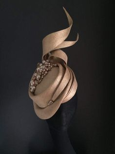 Gold hat Gold Hats, Royal Clothing, Stylish Hats, Cocktail Hat, Church Hats, Wedding Hats, Fascinator Hats, Hat Hairstyles, Derby Hats