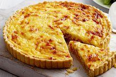 """A quiche Lorraine é um prato tradicional francês, mas de origem alemã. Seu nome deriva da palavra alemã """"kuchen"""" e do nome região onde foi criada, Lorraine."""