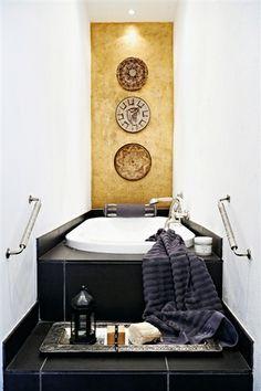 #bathroom #plates_on_wall //Naja Munthe -
