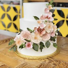 Wafer Paper, Flower Cakes, Cake Gallery, Paper Flowers, Fondant, Bakery, Videos, Desserts, Photos