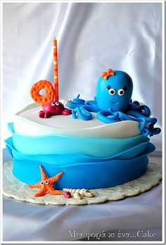 Under the sea cake. I love this technique for the layers on the side