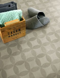 Trendy vinyl på baderomsveggen - Byggmakker+ Louis Vuitton Damier, Flooring, Grey, Pattern, Flowers, Design, Bathroom, Washroom, Gray