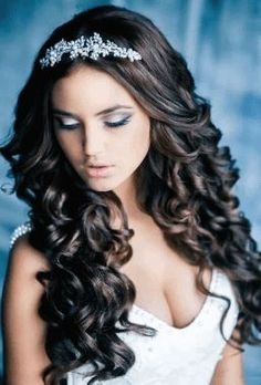 Quinceanera Hairstyles For Long Hair With Curls And Tiara - Hairstyles Trends Sweet 16 Hairstyles, Quince Hairstyles, Wedding Hairstyles For Long Hair, Wedding Hair And Makeup, Down Hairstyles, Pretty Hairstyles, Hair Wedding, Prom Hairstyles, Black Hairstyles