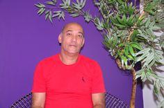 Custódio Bonifácio aguardava a candidata Sahara, que veio do Espírito Santo para prestar vestibular de Ciências Contábeis no #unalinhaverde; na Sala Vip.