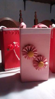 Caja vacia de leche transformada en bolso para regalo