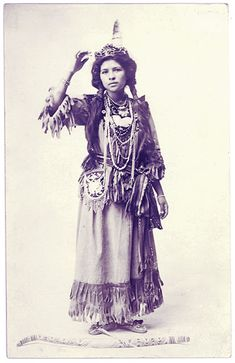 Stunning Vintage Portraits of Ah-Weh-Eyu, aka Goldie Jamison Conklin, a Seneca From the Allegany Reservation Native American Beauty, Native American History, Native American Indians, American Art, Navajo, Coloured People, Iroquois, Portraits, Married Woman