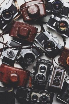 Lots of old cameras in amazing leather cases. So beautiful! Natural Sugar, Retro, Pure Products, Funny Photography, Camera Photography, Wedding Photography, Wallpapers, Walgreens Prints, Snapchat Icon