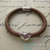 Hiekka kierros sydämellä 24.95 € #leatherbracelet #nahkarannekoru #sydän #heart