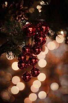 Christmas Mood, Christmas Baubles, Christmas Themes, Christmas Decorations, Holiday, Vintage Christmas, Xmas, Merry Christmas Wallpaper, Christmas Aesthetic Wallpaper