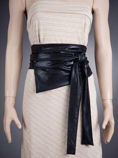 Wide wrap belt.