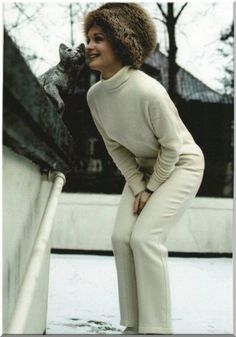 Romy in den Sechzigern Romy Schneider, Magda Schneider, Sarah Biasini, Rose Marie, Young Actresses, French Actress, Style Icons, Daughter, High Neck Dress