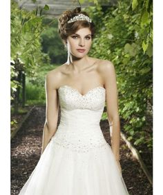 Sincerity 3621 Beautiful Tulle Ball Gown Featuring A Sweetheart Neckline SALE PRICE: £575 RRP: £1295