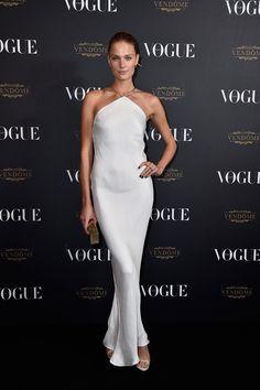 Constance Jablonski en robe Calvin Klein vogue paris soirée 1995 http://www.vogue.fr/mode/inspirations/diaporama/la-soire-des-95-ans-de-vogue-paris/22911#constance-jablonski-en-robe-calvin-klein