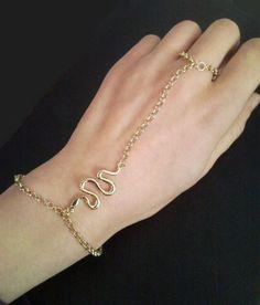 Ladies-Gold-Meta-Chain-Link-Slave-Harness-Hand-Ring-Bracelet-0-01