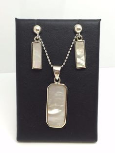 STERLING SILVER MOTHER OF PEARL EARRING & PENDANT SET WITH CHAIN