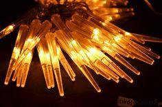 Sopelki LED dostępne na https://www.twojpasaz.pl/pl/p/Lampki-swiateczne-Sople-60-LED-kolor-cieply-bialy-swiecace-sopelki/140053